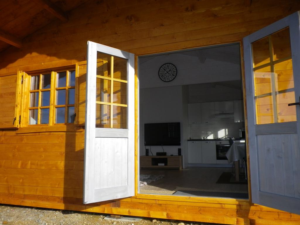 kit chalet habitable de loisirs madriers en bois annecy 30m. Black Bedroom Furniture Sets. Home Design Ideas