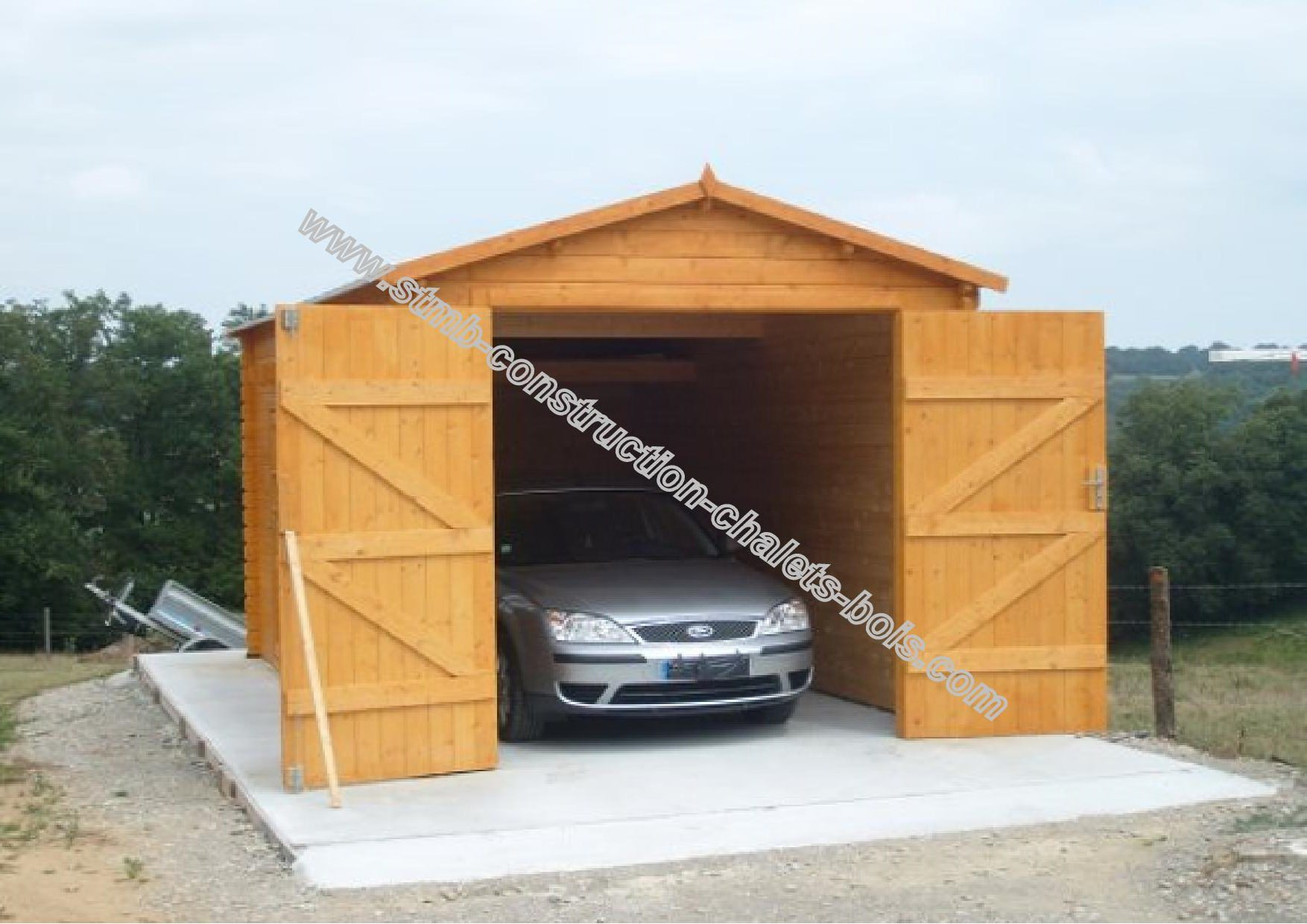 Garage en bois pas cher stmb construction chalets for Construction bois 22