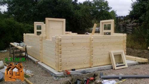 Chalet ou bureau de jardin en bois lille 19 en madriers 68 mm for Bureau de jardin en bois
