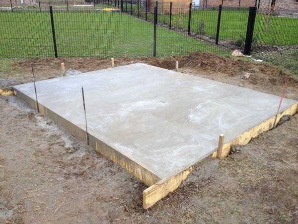 Choisir les bases et fondations de l\'abri en bois, chalet