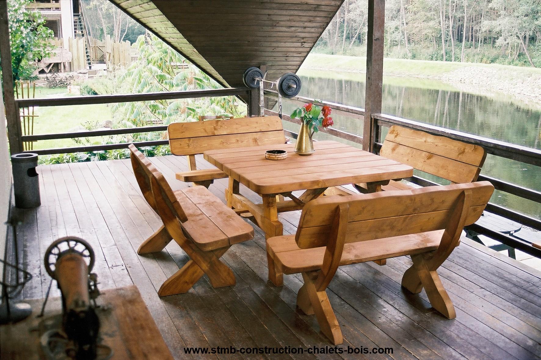 Salons de jardin en bois salon ext rieur en bois ensemble table chaise de jardin for Construire table de jardin en bois