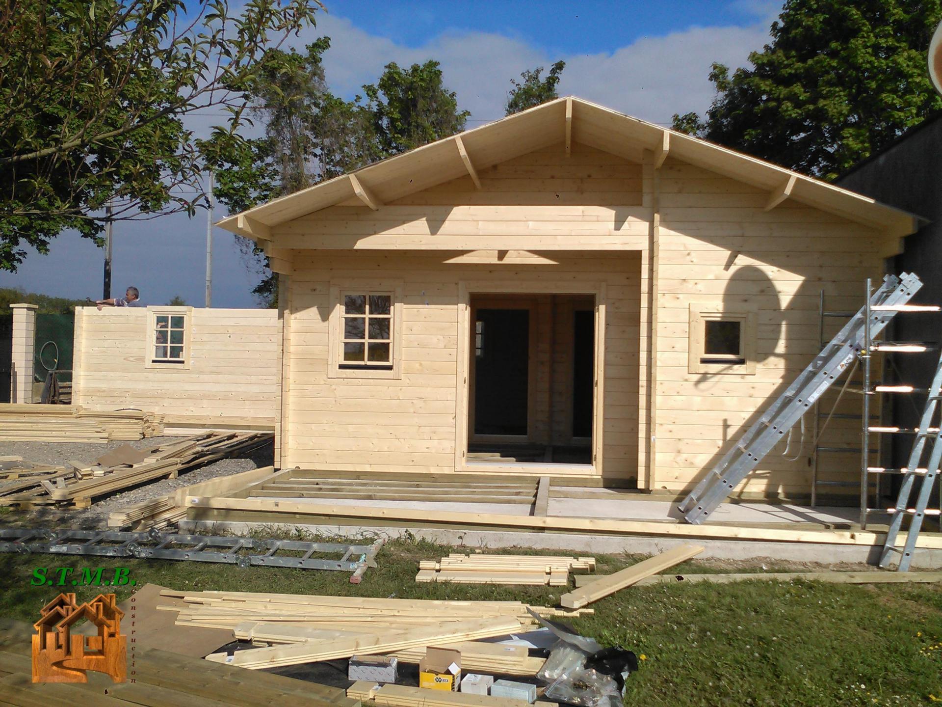 montage chalet en bois habitable avec garage stmb construction. Black Bedroom Furniture Sets. Home Design Ideas