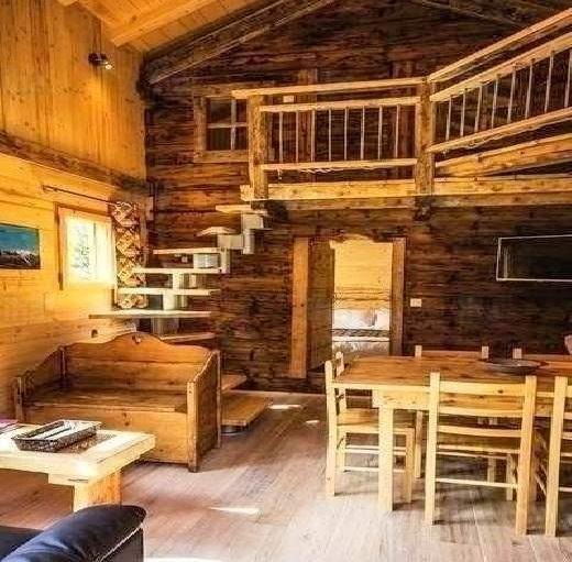 chalet rustique le logis de camping par excellence stmb construction. Black Bedroom Furniture Sets. Home Design Ideas