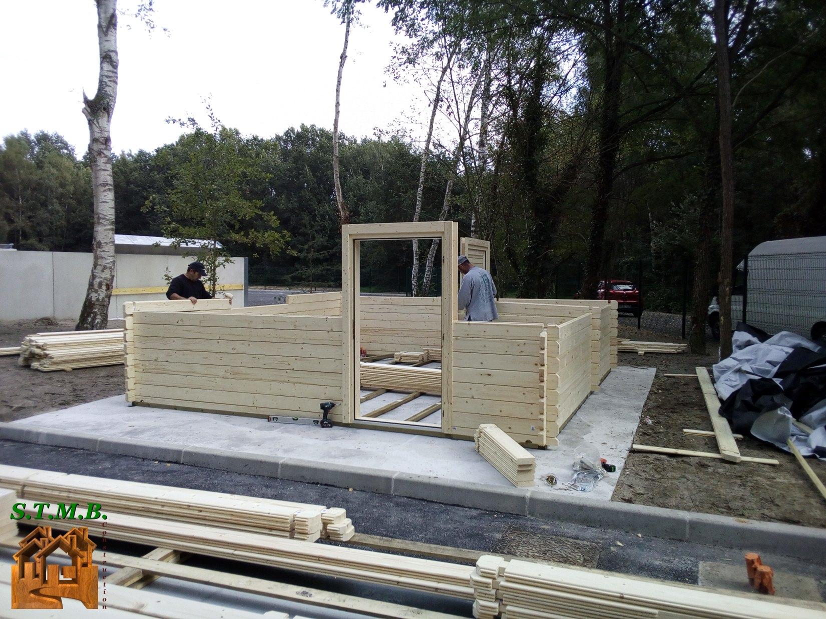 Kit chalet en bois noisy 24 m avec cloisonnement pour pi ce d 39 eau stmb for Construction chalet bois 05