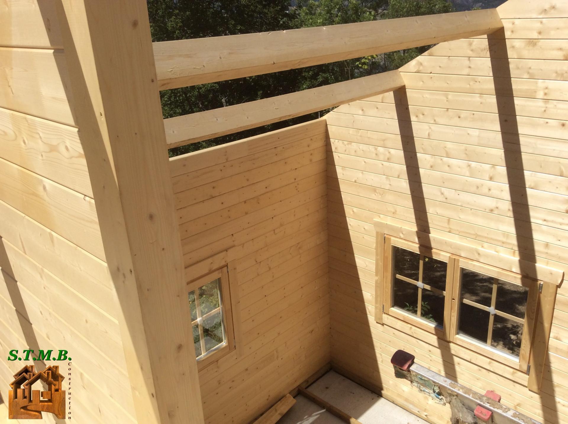 montage chalet en bois avec mezzanine versaille 61 m stmb. Black Bedroom Furniture Sets. Home Design Ideas