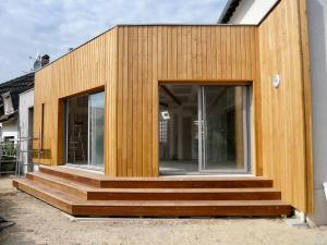 Une extension en bois les bonnes raisons de faire confiance au bois stmb construction